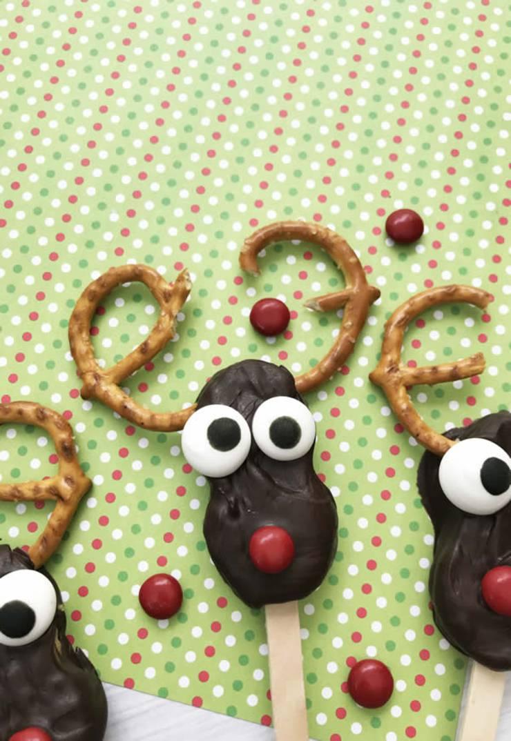 Reindeer Cookies! Easy Nutter Butter Reindeer Cookie Idea-Rudolph The Red Nosed Reindeer Decorated Cookie-Cute & Simple Chocolate-Sweet Treats-Snacks-Holiday Cookies-Kids-Parties_9