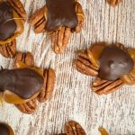 BEST No Bake Keto Candy! Low Carb Keto Caramel Chocolate Turtle Candies Idea – Sugar Free – 4 Ingredient Quick & Easy Ketogenic Diet Recipe – Completely Keto Friendly