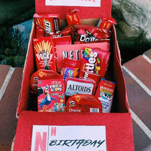 Care Package – EASY DIY Care Package Ideas – Homemade Gift Box Presents – Boyfriend – Girlfriend- Best Friends – Creative – How To Make Netflix Movie Gift Box Tutorial