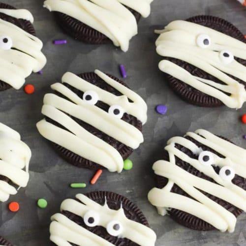 Halloween Mummy Cookies – BEST Mummy Oreo Cookie Recipe – {Easy} Oreo Cookie Mummies – Party Food - Desserts – Snacks