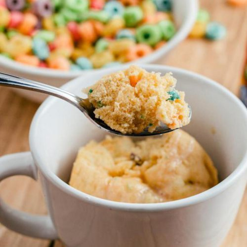 Microwave Mug Cake Recipe – Easy Microwave Fruit Loops Mug Cake For One – Simple Baking